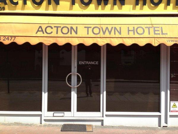 Acton Town Hotel