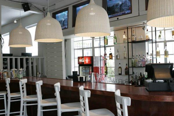 Auberge SoBe  & Bar