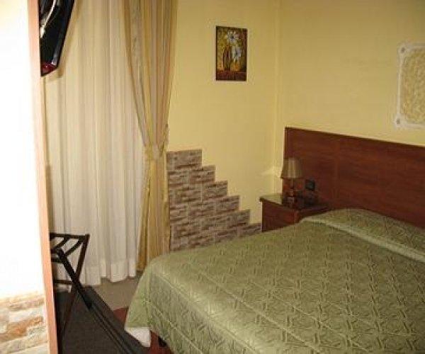 Hotel Iris*