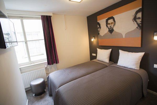 Quentin Golden Bear Hotel