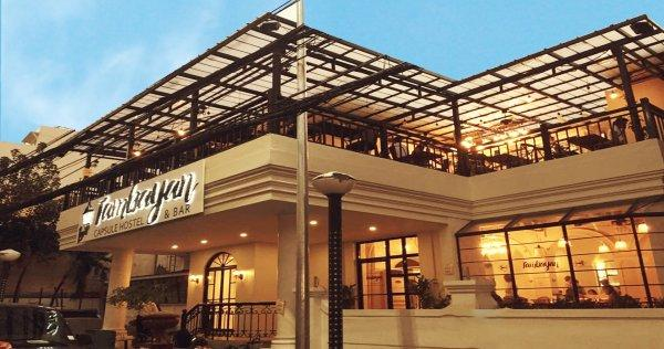 Auberge Tambayan Capsule  and Bar