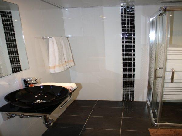 Rich Luxury Suites