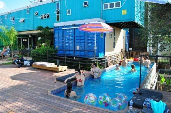 Auberge Tetris Container