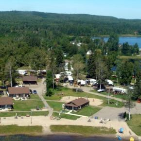 Auberges de jeunesse - The Cottages Baie Cascouia and BnB Au bord du Lac