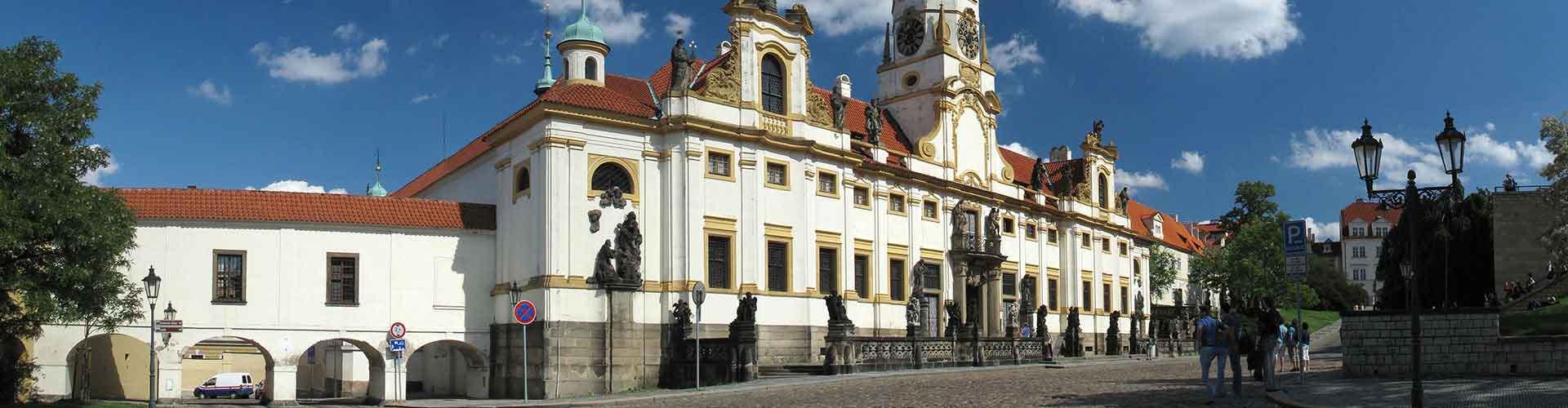 Prague - Auberges de jeunesse près de Loreta. Cartes pour Prague, photos et commentaires pour chaque auberge de jeunesse à Prague.