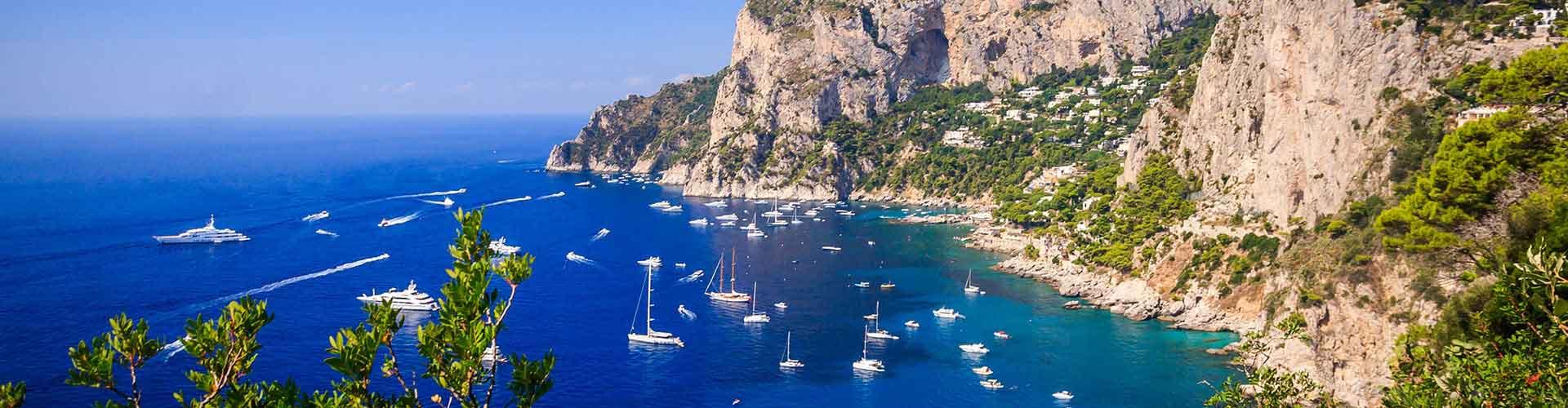 L'île de Capri - Hôtels à L'île de Capri. Cartes pour L'île de Capri, photos et commentaires pour chaque hôtel à L'île de Capri.