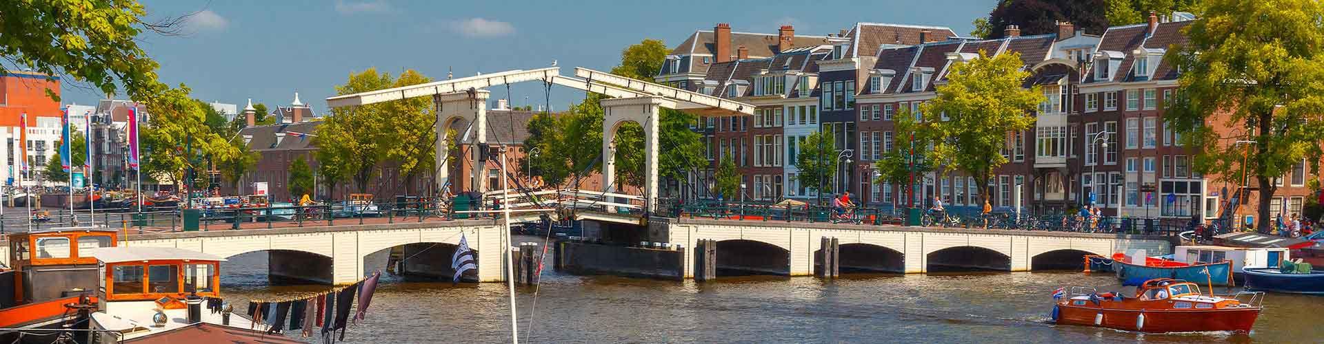 Amsterdam - Chambres près de Magere Brug. Cartes pour Amsterdam, photos et commentaires pour chaque chambre à Amsterdam.